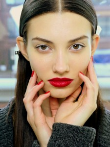 Makeup-trends-fall-winter-2013-2014-red-lips-and-nails